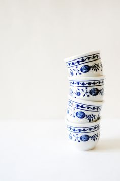 "Vintage White and Cobalt Blue ""Zweibelmuster"" or Blue Onion Shot Glasses #porcelain #german #barware #vintage #retro #bluekitchen #blue #decor"