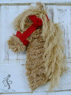burlap-horsehead-wreath-trendytree