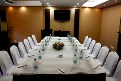 Satellite offers every amenity for small business meetings, conferences, workshops, board meetings, presentations and social gatherings like ladies kitty, birthdays or other private parties. Satellite offers a capacity of 15-25 people.