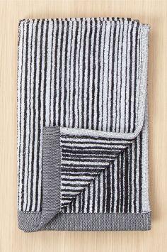 Marimekko Towel 30x50 cm Varvunraita - Black - Home & Decor - Ellos.no