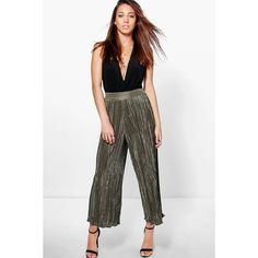 Boohoo Night Ruby Pleated Wide Leg Cropped Culottes ($30) ❤ liked on Polyvore featuring pants, capris, khaki, basic white t shirt, white pants, pleated khaki pants, basic tee shirts and pleated palazzo pants