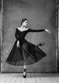 Eleonora Sevenard Photo by Alexander Yakovlev Ballet Art, Ballet Dancers, Ballerinas, Ballet Pictures, Dance Pictures, Alexander Yakovlev, Bolshoi Ballet, Photo D Art, Dance Movement