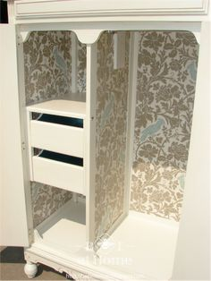 Upcycled painted wardrobe with wallpaper inside Furniture Update, Refurbished Furniture, Paint Furniture, Repurposed Furniture, Furniture Projects, Furniture Makeover, Mt Design, Armoire Makeover, Armoire Redo