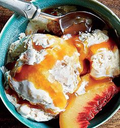 Peach Cobbler Ice Cream with Caramel Sauce - Just stir the ingredients together & freeze!