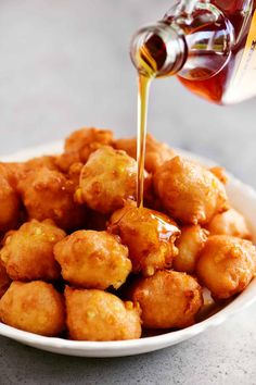 This Corn Fritter recipe makes tender little fried balls of dough with bits of sweet corn inside. Serve them warm with maple syrup and honey drizzled on top. Corn Fritter Recipes, Vegetable Recipes, Veggie Dishes, Best Appetizers, Appetizer Recipes, Christmas Appetizers, Corn Nuggets Recipe, Best Corn Recipe, Sweet Corn Fritters
