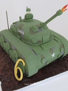 LOUIS' TANK CAKE Hand carved tank with all detailing in sugar