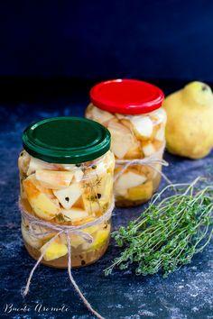 Gutui murate în oțet, rețeta simplă pentru o garnitură deosebită lângă orice mâncare cu carne. Cum se pun gutuile la oțet, ce condimente se folosesc. Pickling Cucumbers, Pesto, Pickles, Cantaloupe, Fruit, Cooking, Food, Preserves, Cuisine