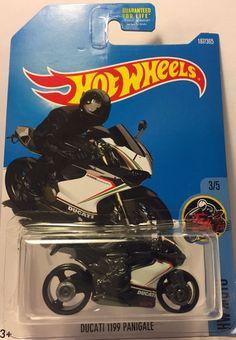 2015 Hot Wheels Ducati 1199 Panigale Diecast metal car toy scale 1/64 Mattel 3+. #HotWheels #Ducati