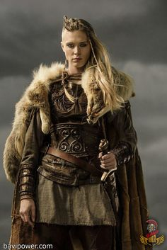 Viking women led a life that women of their time in other regions might envy. The stories of the Viking women's life was full of inspiration of empowering the women. Check it out now the Viking Women life on this writing. Viking Warrior Woman, Viking Age, Viking Queen, Warrior Women, Women Be Like, Great Women, Ragnar Lothbrok, Viking Shield Maiden, Viking Cosplay