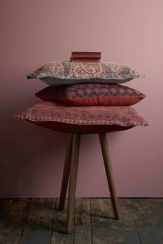 photographing pillows, diy, great idea, stacking pillows, photo ideas