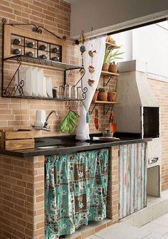 Reforma transforma lavanderia e quartinho em área de lazer - Casa Relaxing Outdoor Kitchen Ideas for Happy Cooking & Lively Party Rustic Kitchen, Country Kitchen, Kitchen Decor, Dirty Kitchen, Kitchen Sink, Kitchen Ideas, Decoration Inspiration, Summer Kitchen, Kitchen Countertops