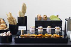 Craster presenterer buffet på en ny måte! Og vi liker det vi ser. Her er flow serien i svart eik. De små menyholderene som finnes i messing og rustfritt stål gjør endelig allergen og menymerking enklere og samtidig lekkert. Buffet, Dairy, Cheese, Food, Meal, Buffets, Essen, Hoods, Meals