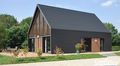 Brilliant Huis Bouwen Met Sandwichpanelen that you must know, You're in good company if you're looking for Huis Bouwen Met Sandwichpanelen Modern Barn House, Modern Shed, Contemporary Barn, Contemporary Architecture, Clad Home, Shed Homes, House Roof, Residential Architecture, House Architecture