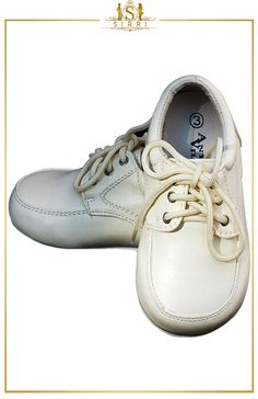 ANTONIO VILLINI BABY BOYS LACE UP FORMAL SHOES IN CREAM. Shop now at SIRRI kids #shoes for boys ideal for #wedding #communion online...Elegant fashion for children and men. #fashion #shopping