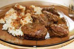 Rețetă Ficăţei de pui cu ceapă, de - Gatind cu MiraPetitchef Romanian Food, Good Food, Vegan Pesto, Cooking Recipes, Beef, Canning, Kitchens, Meat, Chef Recipes