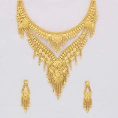Buy latest collection of artificial, imitation, traditional & designer Jewellery Online in India. Shop for latest fashion Jewellery Designs at Craftsvilla. Gold Jewelry Simple, Gold Wedding Jewelry, Bridal Jewelry, Indian Jewelry Earrings, Indian Jewelry Sets, Jewlery, Gold Ring Designs, Wire Jewelry Designs, 1 Gram Gold Jewellery