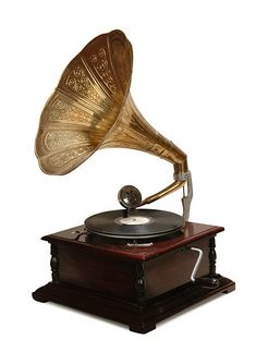 """""""Gramophone"""" is a term that can be used to refer to any record player (as can the term """"phonograph""""). In general, however, the term is used to refer to early record players that. Old Fashioned Record Player, Antique Record Player, Edison Inventions, Shabby Chic Accessories, Vintage Quotes, Vintage Ideas, Record Players, Vintage Records, Beste Tattoo"""
