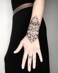 Cuff Tattoo, Tattoo Bracelet, S Tattoo, Mandala Tattoo, Body Art Tattoos, Hand Tattoos, Girl Tattoos, Sleeve Tattoos, Tatoos