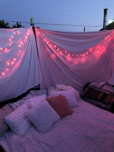 In Summer you need to have a sleepover! Trampolines, Sleepover Room, Fun Sleepover Ideas, Sleepover Activities, Summer Nights, Summer Vibes, Summer Fun, Best Friend Goals, Best Friends