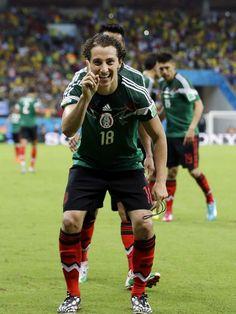 Guardado celebra con un ¡No! el segundo gol de México  #MEX - #CRO #Brasil2014 pic.twitter.com/9oRgYQvCMc