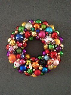 Kerstkrans met kerstballen- christmas wreath- diy christmas