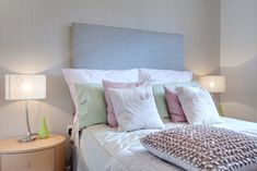Frühlingsgefühle im Schlafzimmer mit frischen Pastellfarben. http://blog.restyle24.de/schlafzimmer-in-dezenten-pastellfarben/