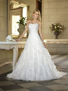 Classic Formal Hip Romantic Rustic Ivory White $$ - $701 to $1500 Ball Gown Beading Fit-n-Flare Floor Organza Ruffles Stella York Strapless Sweetheart Tiers Wedding Dresses Photos & Pictures - WeddingWire.com