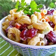 A salad made with elbow macaroni and kidney beans has a red wine vinegar and light mayonnaise dressing. It is perfect for picnics! Pasta With Kidney Beans, Recipes With Kidney Beans, Kidney Bean Soup, Tuna Macaroni Salad, Macaroni Pasta, Vegetarian Recipes, Cooking Recipes, Healthy Recipes, Vegetarian Lifestyle