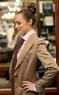 Women Wearing Ties, Women Ties, Business Look, Dress Codes, Pretty Woman, Give It To Me, Suit Jacket, Style Inspiration, Neckties