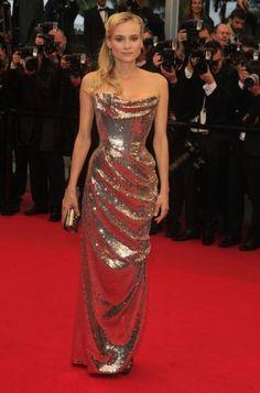 that dress looks like liquid mirror :O
