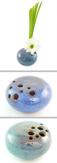 Pique-fleur artisanale en céramique. Poterie originale pour les passionés d'art floral,  d'ikebana. Fait-main Made In France !