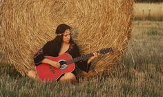 Hippie girl plays guitar by bale of straw. Foto by Dollycrow. Straw Bales, Playing Guitar, Plays, Paint, Summer, Model, Games, Picture Wall, Summer Time