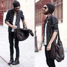 全身黒アイテムでまとめた30代メンズファッション
