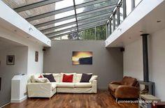 Arquitectura de Casas: Techos transparentes y ambientes con luz del cielo.