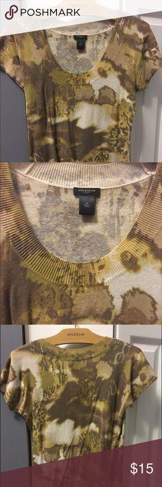 Ann Taylor short sleeve sweater! 💄 Ann Taylor short sleeve sweater! Great to wear to work or w jeans! Looks great w pearls! 👚 Ann Taylor Sweaters Crew & Scoop Necks