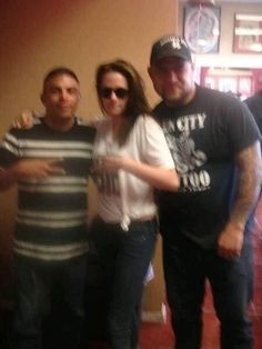 Robsten Dreams: New Fan Pictures of Kristen at Sun City Tattoo in El Paso, Texas