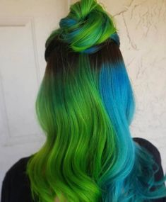 Blue and green hair hairstyle, blue hair и green hair Hair Dye Colors, Cool Hair Color, Split Dyed Hair, Half Dyed Hair, Half And Half Hair, Blue Green Hair, Aesthetic Hair, Coloured Hair, Grunge Hair