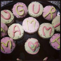 #cupcakes #decorated with #foundant for #mum... #philadelphia #strowberries #peach #cream #panna #arcobaleno #multicolour