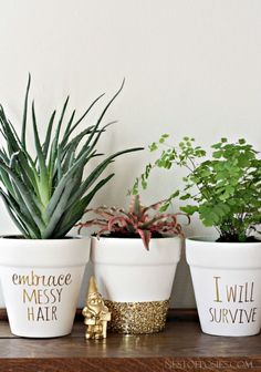 DIY Ideas for Clay Pots - DIY Gold Foil Lettering on Flower Pots - Cute Gardening Projects Tutorials for Decorating Pots - Pretty Rustic and Farmhouse Planters for Cheap Home Decor Terracotta Flower Pots, Painted Flower Pots, Painted Pebbles, Hand Painted, Pots D'argile, Clay Pots, Diy Ouro, Diy Planters, Planter Pots
