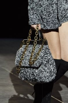 Dolce & Gabbana Fall 2020 Ready-to-Wear Collection - Vogue Dolce & Gabbana, Knitwear Fashion, Knit Fashion, Womens Fashion, Fashion 2020, Fashion Show, High Fashion, Edgy Shoes, Moda Crochet