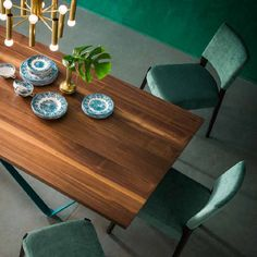 Wave Table This elegant table gives a relaxing flair to every dining room or kitchen. It's ultramodern but classical at the same time, and it goes perfectly with cold colours.