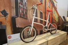 """This urban VELLO bike won Red Dot's """"Best of the Best"""" design award. Folding Bicycle, Design Awards, Cycling, Bike, Urban, Red, Bicycle Kick, Bicycle, Biking"""