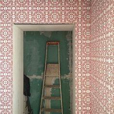 #goodnova2 #godiniaux #architecte #interiordesign #constructionsite #paris #appartementparisien #parisianapartment #marais #tiles #carrelage #ihavethisthingwithtiles #tiletheworld #ceramica #marcelwanders #iris #chantier #pattern #motif #inprogress #smallspaces #instatiles #tileaddiction by bgodiniaux