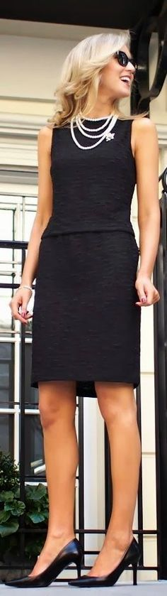Classic sleeveless black dress and necklace fashion: Classy Cubicle, Fashion, Classic Black Dress, Work Outfit, Classic Sleeveless, Little Black Dresses, Lbd Pearls, Woman Style, Black Pearls