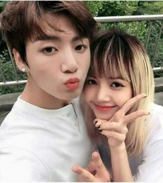 For some time, fans of Jungkook of BTS and Lisa of BLACKPINK suspect that there is a relationship between the two. They even got nominated as a couple at the KCAMéxico awards. In this regard, some. Jikook, Bts Jungkook, Taehyung, Suga Suga, K Pop, Kpop Couples, Kim Jisoo, Blackpink And Bts, Korean Couple