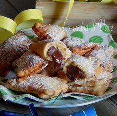 Ravioli di carnevale alla Nutella, dolce goloso di carnevale che piace tanto ai più piccoli, da farcire anche con crema o ricotta.
