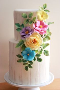 Wood grain fondant cake with sugar flowers and butterflies // Cake Wrecks - Home - Sunday Sweets Springs In Bolo Floral, Floral Cake, Fondant Flowers, Sugar Flowers, Gorgeous Cakes, Pretty Cakes, Cupcakes, Cupcake Cakes, New Birthday Cake