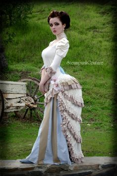 Cool Steampunk dress.  Crazy bustle shape <3
