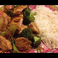 pollo salteado con brocoli, homemade.   chicken +soy sauce + hoi sin sauce + sugar + water + broccoli = nice!