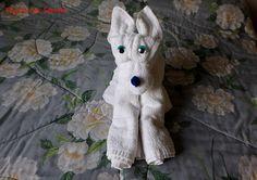 how to fold a towel dog € . how to fold a towel dog … Hang Towels In Bathroom, Towel Origami, Towel Display, Towel Animals, How To Fold Towels, Towel Cakes, Napkin Folding, Washing Clothes, Hand Towels